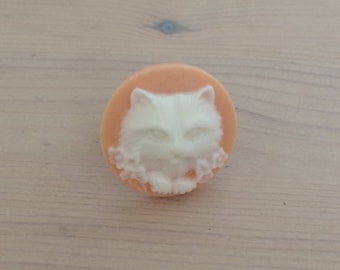 Peach and White Kitty Cat Cameo Ring