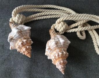 French nautical curtain tie back . 50S vintage tiebacks .  Two nautical curtain curtain tiebacks . Seashell . Rope .