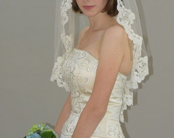 "Gather Top Mantilla Veil - 30"" elbow/waist length bridal veil with lace edge"