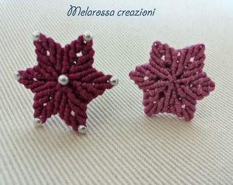 Ring with magenta and azalea star worked in macrame in Egypt with the addition of white beads makò cotton, adjustable base.