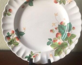 Copeland Spode Strawberry Dinner Plate