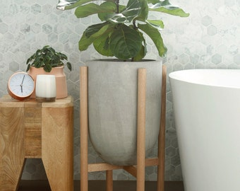 Medium pot planter with timber legs - Eva series - CONCRETE GREY