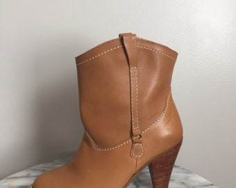 SALE / Josie - Vintage Tan Leather Shorty Boots. Size 6.
