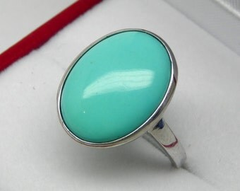 AAAAA Kingman Mine Arizona Turquoise 16x12mm in 14K White Gold Ring.