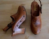 Vintage 70's brown leather clogs / leather slingback clogs / leather clog mule