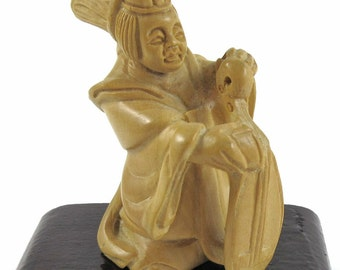 Netsuke - Musician with Lute - Lovely Detailed Carving of Natural Boxwood - Artist Signed