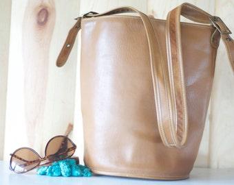 Vintage 70's brown Leather Crossbody Bucket Purse // bucket bag