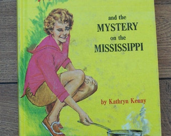TRIXIE BELDEN 15 - The Mystery On the Mississippi  hc  vintage 1967