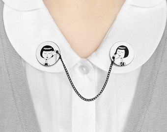 Collar clips // Flappers playing telephone