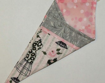 Scissors Holder, Double Pocket Carry Case, Retro Dress Forms, Pink and Grey