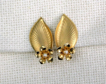 Pearl Earrings Vintage 50s Costume Jewelry Leaves Flowers Etched