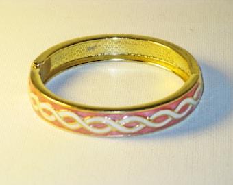 Vintage Pink White Enameled Hinged Clamper Bangle Bracelet (BR-1-6)