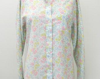 Vintage 1960s Button-up Blouse... Pastel Print Floral Button-up Top...Size Medium to Large