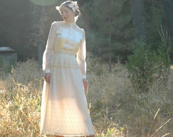 Gunne Sax Wedding Dress... Vintage Gunne Sax Bridal... Size 13... Queen of Everything Pure and Lovely