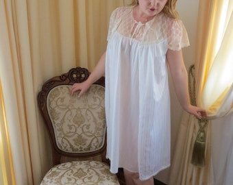 Vintage 60s 2 Piece Irene Lingerie Australia Baby Doll Honeymoon White Striped Lace Nightie Night Gown and Robe Lingerie Negligee Set