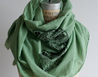 Scarf Irish Celtic Cross, Kelly Green Soft Cotton, St. Patrick's Day, Women's Gifts