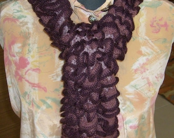 Frilly collar