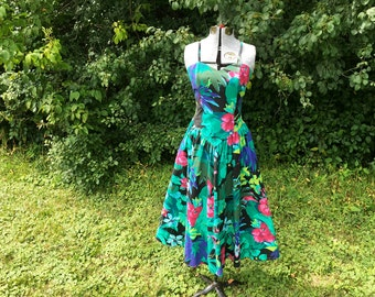 Hawaiian Print Dress // Vintage 1950s Style Cotton Dress with Pockets // Sweetheart Neckline Full Skirt Tropical Print Party Dress