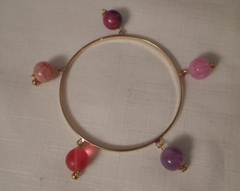 Vintage / LUCITE CHARM BRACELET / Bangle / Pink / Purple / Marbled / Translucent / Fashionista / Chic / Artisan / One-of-a-Kind / Accessory