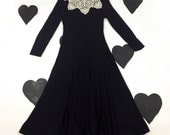 80's long black white lace doily collared sweater dress 1980's witch / Victorian / Molly Ringwald / flared / winter / goth / cosplay / 6 S