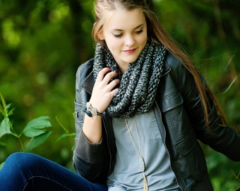Chunky Knit Neckwarmer / Hand Knit Cowl / Chunky Knit Scarf / Winter Fashion / Grey Scarf / Grey Cowl / Fall Style / Womens Knit Scarf