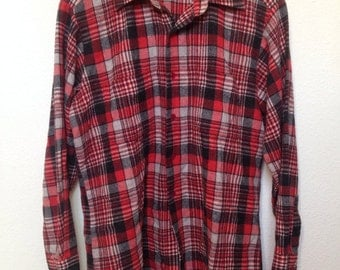 1950s red black plaid flannel shirt, mens L long sleeve, red black grey plaid, 50s red checkered, 2 front pockets, men's L Large flannel 44