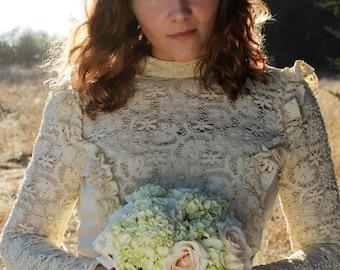 GWENEVERE Vintage 1960's Wedding Cream Empire Waist Crochet Lace Gunne Sax Style Renassance Long Sleeve Maxi Gown Train Bridal Victorian