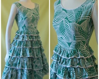 1950s Sun Dress / 50s Quirky Summer Dress / Floral Tiki Print / Many Tiered Skirt / Fiesta Dress / XS Extra Small / Petite