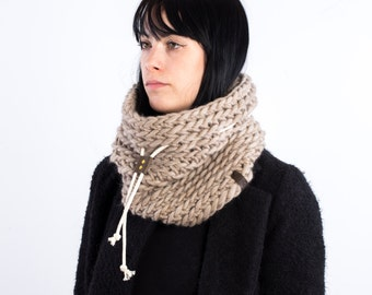 The Chunky cowl with leather slider and cotton cord (in Beige)