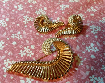Vintage Napier Brooch Set, Napier Earrings - Goldtone Leaf, Rhinestone Leaf, 60's JewelrySet,  Leaf Design
