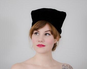 1960s vintage hat / black velvet turban