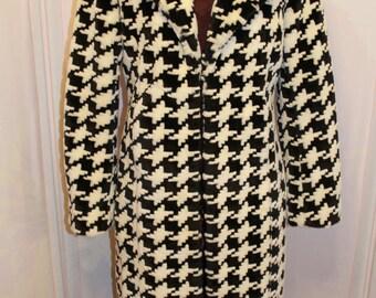"Beautiful Houdstooth ""Express"" coat size 5/6"