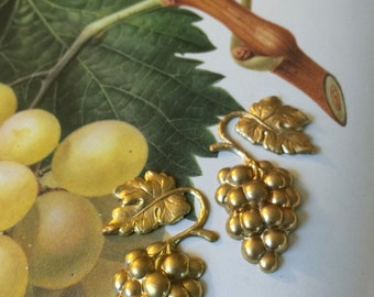 Vintage Grape Clusters ( 1 pair )