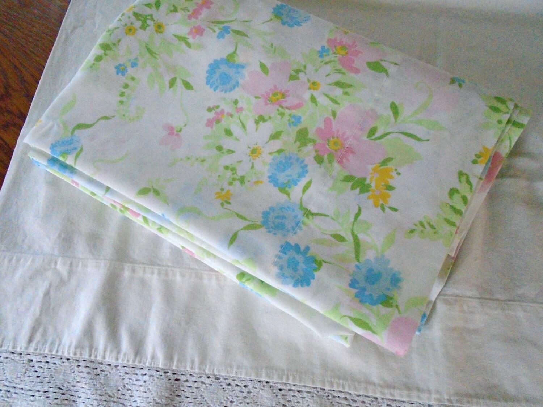 Vintage Floral Twin Flat Sheet / Bed Sheet / Pastel Flowers