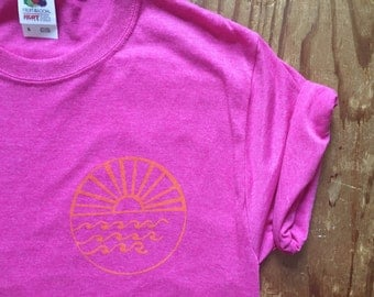 Wisconsin Midwest Roots, CA Vibes T Shirt -  Pink, UNISEX