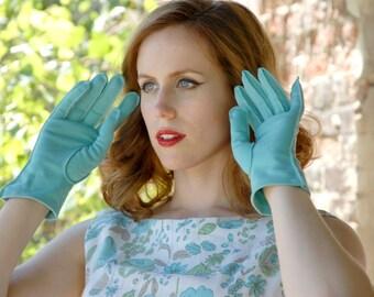 Light blue 1950s gloves, short wrist M L