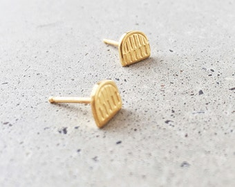 Benchmark Arch Studs / 14k gold vermeil / small post earrings