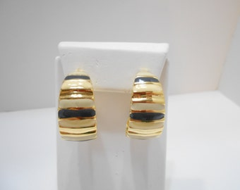 Vintage Tri-Colored Enamel Hoop Pierced Earrings (6402)