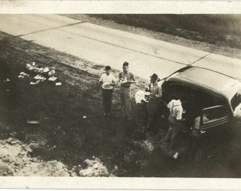Roadside Picnic, c1930s Vintage Snapshot Photo (61445)