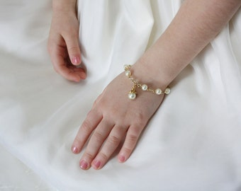 Flower Girl Gift - Girls Pearl Bracelet - Gold - Flower Girl Bracelet - Charm Bracelet - Wedding Party Gift