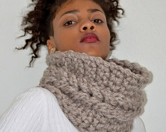 Pale Silver Faux Cable Cowl/ Crochet Faux Cable Cowl/ Crochet Cowl Scarf/ Silver Neck Warmer/ Pale Silver Chunky Cowl