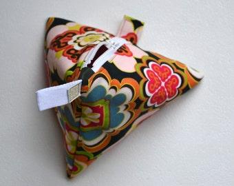 Pyramid make-up bag Geometric storage pouch Project bag Tetra shaped cosmetics bag Colorful toilet bag Sturdy quality zipper