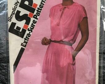 Vintage 1980s Pullover Dress Pattern // Simplicity ESP 9483, size 10-12-14 > simple blouson dress