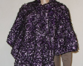 Knitted thick Poncho in black fleece with violet