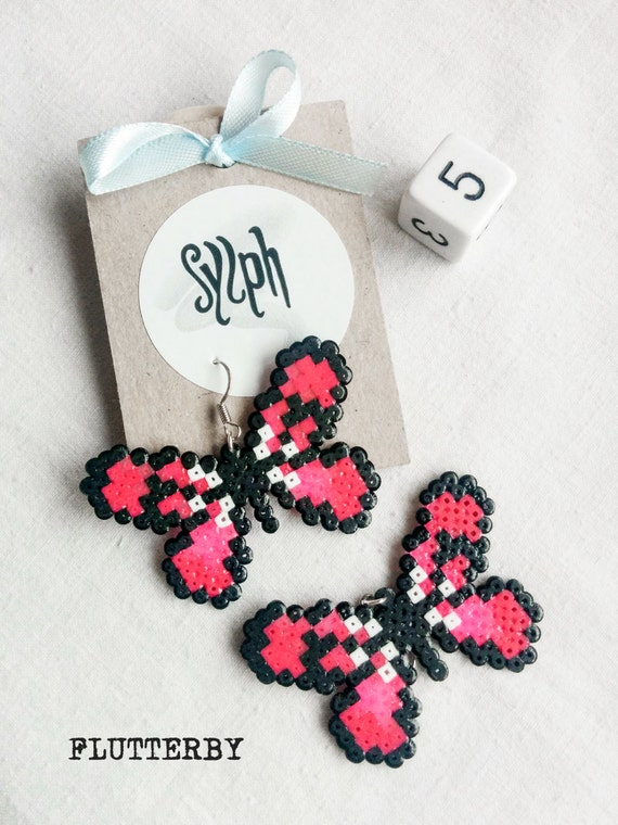 Neon pink pixelart Flutterby earrings made of Hama Mini Perler Beads in retro games' style for butterfly lovers and gamer girls!
