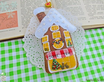 Whimsical Felt Gingerbread Ornament, Felt Gingerbread House, Felt House Ornament, Xmas Tree Ornament, Felt Cottage Ornament, Holiday Decor