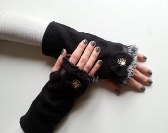 Womens Fingerless Gloves, Fingerless Mittens, Winter Gloves, Fleece Gloves, Wrist Warmers, Hand Warmers, Black Faux Fur Gloves, Gift for Her