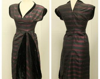 Stunning 1950's Taffeta Wiggle Dress - Amazing tailoring - Mad Men - vlv  - S