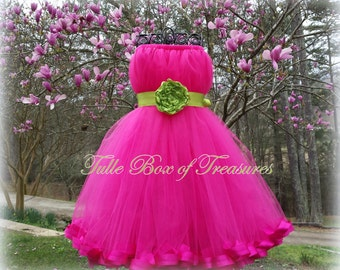 Sleeveless Pink Flower Girl Dress with Green Flower and Sash