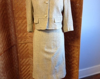 Vintage Boxy Gray and Cream Houndstooth Jackie O Suit Late 50s to Early 60s - Small